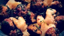 cauliflower gnocchi with white sauce and turkey meatballs